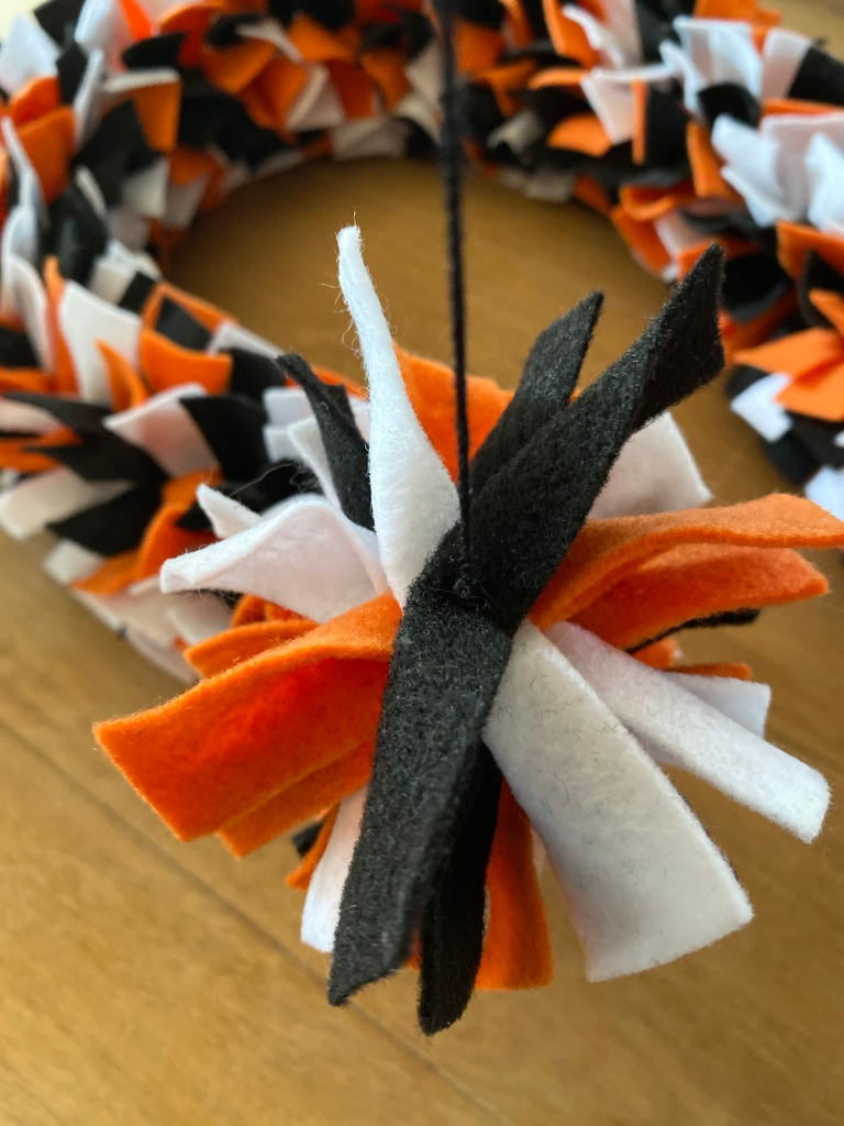 DIY Halloween Pinched Felt Garland