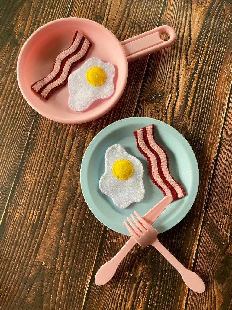 DIY Felt Bacon and Eggs